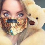 Nemcsak divat, hanem védelmet nyújt! Praktikus, stílusos maszkok! Mindent szeretek amit Leber Barbara tervez! ❤️  Nyilka Ildikó
